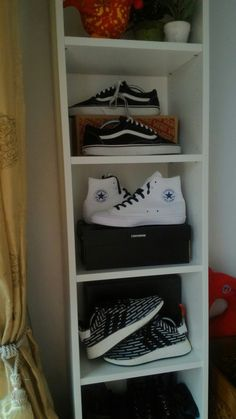 Weekly rotation  ⚫ ⚪ ⚫ #converse #chucktaylorII #Adidas #nmdr2 #vans #offthewall #sneakers