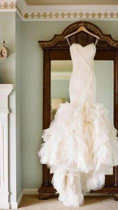 Off White Wedding Dresses, Best Wedding Dresses, Wedding Attire, Wedding Gowns, Ivory Wedding, 20s Wedding, Wedding Shot, Modest Wedding, Princess Wedding