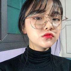 Korean Ulzzang, Korean Girl, Korean Women, Asian Woman, Asian Girl, Glasses Outfit, Glasses Style, Fresh Makeup, Uzzlang Girl