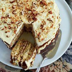 Die Benders van Clocolan se ma, Barbara, se piesangkoek met kondensmelkversiersel is onweerstaanbaar. Baking Recipes, Cake Recipes, Dessert Recipes, Desserts, Kos, Ma Baker, Food Facts, Cupcake Cakes, Cupcakes