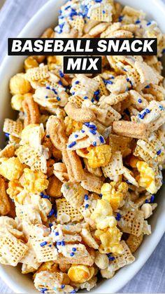 Sweet And Salty Snack Mix Recipe, Sweet Popcorn Recipes, Sweet Party Mix Recipe, Flavored Popcorn, Snack Mix Recipes, Chex Recipes, Snack Mixes, Salty Snacks, Popcorn Snacks