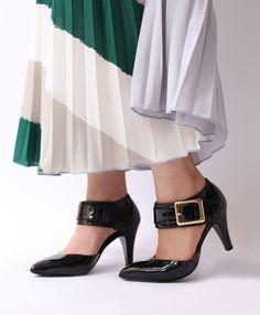 ゴールドバックルがアクセントなセパレートパンプス 幅のあるベルトが足首を華奢にみせてくれます 履きやすいゴム仕様になっているので脱着しやすいのも嬉しいポイントです ロングスカートでコーディネートすると大人な女性らしい雰囲気に仕上がりますね nutsllyナッツリー Buckle separator pumps EWJ634 #pumps #kicks #shoes #coordinate #fashion #love #cute #girl #エナメル #パンプス #シューズ #コーディネート