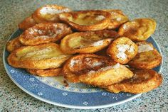 Spanish torrijas or bread pudding or French toast is believed to have originated during the XV century as a way to use up stale bread. Spanish Desserts, Spanish Dishes, Spanish Cuisine, Spanish Recipes, Best Pudding Recipe, Pudding Recipes, Easter Recipes, Dessert Recipes, Spanish Bread