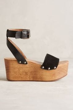 that '70s shoe: my search for the perfect '70s-inspired platform sandal for summer