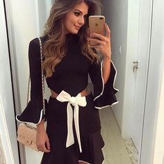 {P&B @alluccistore ♥️} Com recortes na cintura e laço branco para dar aquele charme! • #ootn #selfie #lookofthenight #blogtrendalert