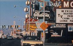 New vintage wallpaper travel retro ideas 70s Aesthetic, Aesthetic Vintage, Aesthetic Photo, Aesthetic Pictures, Aesthetic Beauty, Photo Wall Collage, Picture Wall, Fotografia Retro, Image Deco