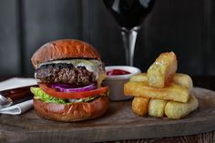 Burger & fries    Jean Cazals | food photographer | Fuorizona food agency