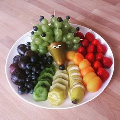 Igel im Obstbeet. #funfood #fruitsforkids #lunchforkids #foodforkids