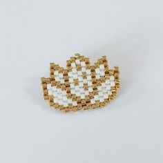 Broche fleur de lotus en perles miyuki