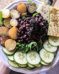 Spinach, Arugula, Black Beans, Cucumber, Roasted Potatoes, Roasted Zucchini & a dollop of Cherry Jalapeño Jelly 🌱 The perfect mixture of… Jalapeno Jelly, Roast Zucchini, Roasted Potatoes, Arugula, Black Beans, Cucumber, Spinach, Cherry, Ethnic Recipes