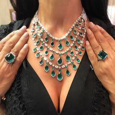 Words cannot describe how heavenly this emerald necklace by @davidmorrisjeweller is. Enviably warn by @thediamondsgirl. . #davidmorrisjeweller #thediamondsgirl #emeralds #emeraldnecklace #emeraldring #emerald