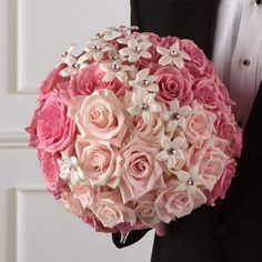 I love the use of asymmetrical balance in this perfectly round bouquet
