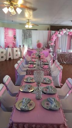 How to Make Easy and Cheap Baby Shower Decorations Napkin Ideas Baby Shower Ideas for Girls Deco Baby Shower, Baby Girl Shower Themes, Baby Shower Princess, Baby Shower Winter, Baby Shower Gender Reveal, Baby Boy Shower, Royal Baby Shower Theme, Baby Shower Table Set Up, Chanel Baby Shower