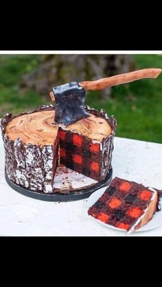 I'd like to interrupt your Monday morning drudgery to present you with this impossibly important lumberjack cake. As you can see, the outside looks like a tree stump, while the inside of the cake looks like a red flannel shirt straight out of a Woolr Pretty Cakes, Cute Cakes, Food Cakes, Cupcake Cakes, Cake Fondant, Lumberjack Cake, Lumberjack Wedding, Flannel Wedding, Lumberjack Style