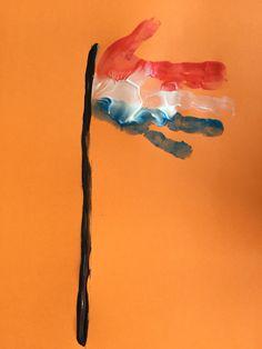 Een Nederlandse vlag. Gemaakt van een geverfd handje.