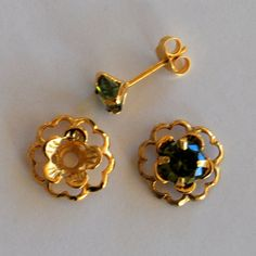 New lower price. Emerald Green Gold Post Earring Set Includes Green Cubic Zirconia Posts and Gold Flower Style Earring Jacket Pearl Necklace Designs, Gold Earrings Designs, Antique Necklace, Green And Gold, Emerald Green, Gold Jewelry Simple, Gold Jewellery, Jewlery, Gold Jhumka Earrings