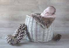 Accessoires photos pour bébé Accessoires Photo, Merino Wool Blanket, Laundry Basket, Wicker, Photos, Bebe, Mom, Pictures, Laundry Hamper