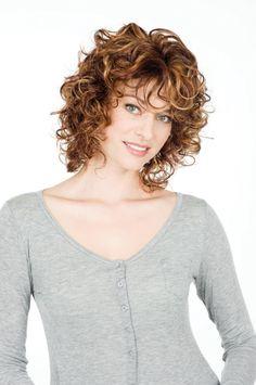 Mode coupe cheveux frisés tete ronde   coiffure   Pinterest ...
