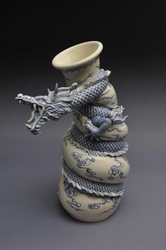 Beautiful dragon pot - click link to see step-by-step pictures on the making of this pot; it is quite amazing to watch it all come together!