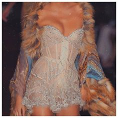 haute couture fashion Archives - Best Fashion Tips Look Fashion, 90s Fashion, Couture Fashion, Runway Fashion, High Fashion, Fashion Show, Fashion Dresses, Vintage Fashion, Fashion Tips