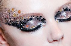 Incredible work of Pat McGrath for Dior. #Dior #PatMcGrath #MakeUp