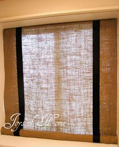 burlap curtains diy - Bem fácil e simples!!! Love the two textures of burlap and two simple black stripes!