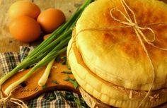 Пирог с луком и яйцом из мультиварки