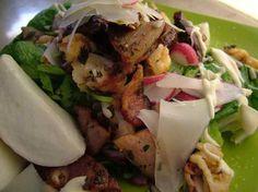 La ricetta per preparare l'insalata di bacon con provolone dolce e gamberi: ricca e sfiziosa, con un mix a contrasto di sapori e consistenze. Ricetta di Monica Bianchessi http://www.alice.tv/ricette-cucina/insalate/insalata-bacon-provolone-gamberi