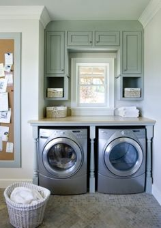 Counter top over the dryer....how clever! But I hear you have to leave front-loading washers open to dry :(