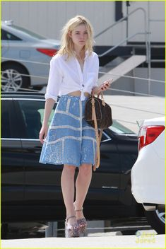 Elle Fanning Goes Shoe Shopping With Mom Joy After July 4th Weekend | elle fanning shoe shopping joy workout other errands 14 - Photo