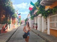 Esta mañana caminando por las calles lindas de Cartagena, cada vez más enamorada…