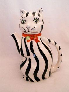 Vintage Vanderbilt Cat Teapot. Black & White Striped w Red Bow.