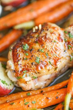 One Pan Garlic Ranch Chicken. Crisp-tender garlic Ranch chicken baked to absolute perfection with roasted carrots and potatoes all cooked in a single pan. It's so easy. Turkey Recipes, Chicken Recipes, Chicken And Carrots Recipe, Garlic Chicken, Rosemary Chicken, Chicken Potatoes, Butter Chicken, Frango Chicken, Baked Chicken Tenders
