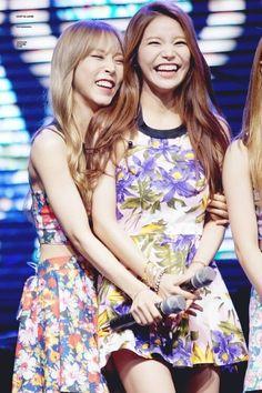 MAMAMOO - MoonByul 문별 (Moon Byeol-I 문별이) & Solar 솔라 (Kim YongSun 김용선) MoonSun couple #문썬 #문앤썬