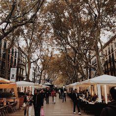 """@oliviasoaps en Instagram: """"Barcelona por trabajo pero con un ratito para paseo por mi antiguo barrio... ¿Alguien por la zona? ¿Quién se apunta a un café rápido? """""""