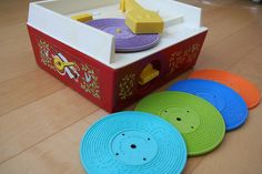 Vintage Inspired Fisher Price Record Player- Love this played this with my cousin! 70s Toys, Retro Toys, Vintage Toys, 90s Childhood, My Childhood Memories, Childhood Photos, Baby Memories, Childhood Friends, Fisher Price