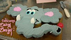 Elephant baby shower cake . Cupcake pullapart.
