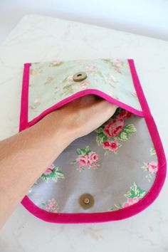This quick and easy snack bag tutorial is for a cute, practical and fun snack baggie that is waterproof, reusable and is food safe. Great for snacks or breakfasts/lunch on the go!#easypeasycreativeideas #sewing#sewingtutorial #sewingprojects#sewinginspiration #sewingforbeginners#beginnersewingprojects#beginnersewing #bags #bagsandpurses#snacks