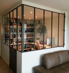Verrière angle avec un ouvrant Desk Areas, Reception Areas, Study Rooms, Crédit Photo, Glass Door, Home Office, Salons, Beaulieu, New Homes