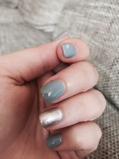 Gorgeous grey nails with silver detail, i'm in love 💕