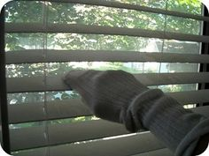 Cleaning the blinds doesn't have to be painful. There's a simple way to do it. Mix equal parts vinegar and warm water in a bowl. Take slip an old sock on your hand and wipe the blinds clean.{found on keephomesimple}. Household Cleaning Tips, House Cleaning Tips, Deep Cleaning, Spring Cleaning, Cleaning Hacks, Cleaning Vinegar, Cleaning Mini Blinds, Clean Freak, Cleaners Homemade