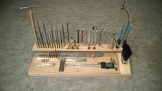 Workbench organizor for small tools. Jewellers Bench, Workshop Organization, Workshop Ideas, Ideas Prácticas, Tool Rack, Tool Shop, Shop Storage, Hobby Room, Workbench Plans