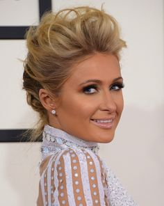 We love this mussed-up, faux-hawk style on Paris Hilton, who paried the look with a glowing, golden makeup look. #makeup #hairstyle #redcarpet Hair Color 2018, Latest Hair Color, Hair 2018, Paris Hilton, Short Hair Makeup, Makeup Hairstyle, Red Carpet Hair, Beauty Tutorials, Beauty Hacks
