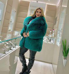 Fabulous Fox, Dream Fantasy, Fox Fur Coat, Snow Queen, Faux Fur, Sexy Women, Womens Fashion, How To Wear, Fur Fashion