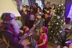 Joulukuun ensimmäisen päivän kunniaksi, julkaisemme yhteistyössä Novitankanssa, Onnelin ja Annelin talvi -elokuvassa nähtyjen tonttulakkien virkkausohjeen.Ohjeella saa luotua ihanan ja pehmeänvirkatun, yksivärisen tonttuhatun, jossa on pörröinen tupsu päässä. Mukavia virkkaushetkiä ja lumoavaa joulunodotusta kaikille! Ohje löytyy myös uusimmasta Suuri Käsityö-lehdestä.  Novita Naava, Virkattu tonttuhattu Suunnittelija: Sisko Sälpäkivi, koko / päänympärys: n. 56 cm, langanmenekki: Nov...
