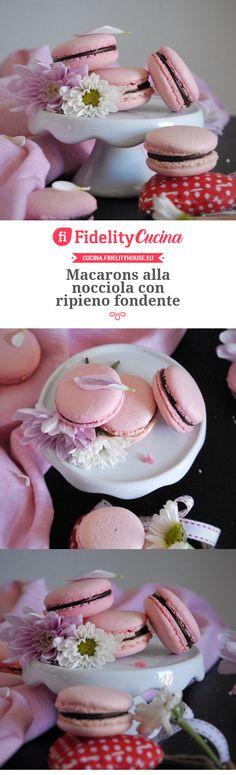 Macarons alla nocciola con ripieno fondente Macarons, Pavlova, Panna Cotta, Healthy Recipes, Healthy Food, Food And Drink, Sweets, Cookies, Cheesecake