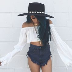 Love the shorts Dope Fashion, Fashion Outfits, Boho Chic, Bohemian, Festival Outfits, Swagg, Passion For Fashion, Dress To Impress, What To Wear