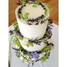 Fresh flowers and white wedding cake, bringing in wild florals to a rustic wedding Wedding Cake Fresh Flowers, Floral Wedding Cakes, Wedding Cake Rustic, White Wedding Flowers, Best Wedding Colors, Winter Wedding Colors, Pink Wedding Nails, Grey Wedding Invitations, Buttercream Wedding Cake