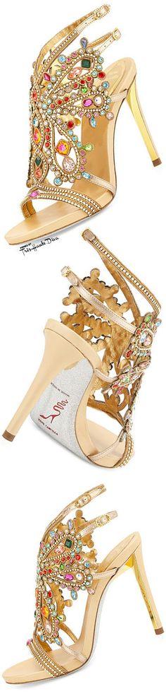 Oi amores! Sapatos que são uma verdadeiras jóias, a criatividade vem do designer Rene Caovilla, um italiano em que, já fabricava sapatos de... #giuseppezanottiheelswedding