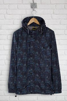 Lightweight Roamers & Seekers jacket Flora & Fauna print. Chest expedition pocket.  Double feature lower pockets – coated zip with branded slider.  Mock back vent.  3D adjustable hood.   External storm flap at front and collar with branded snap fasten.  Front zipper with branded slider.  Biker grey adjustable bungees at hem and hood.  Internal zip pocket.  Herringbone internal hanger loop with signage yellow stitch detail. RS monogram embroidery on the upper chest.
